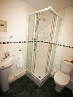 Partially tiled en-suite shower room