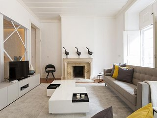 Spacious Elegant Chiado apartment in Baixa/Chiado with WiFi.