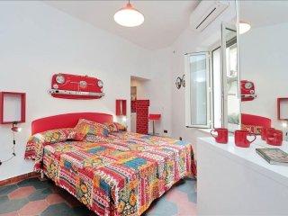 Mini Navona Rosso apartment in Centro Storico with WiFi & integrated air conditi