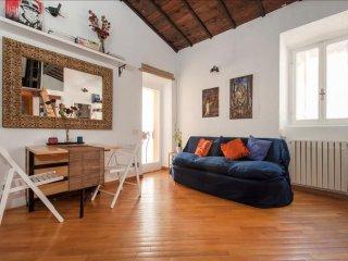 Spacious Chiavari apartment in Centro Storico with WiFi & integrated air conditi