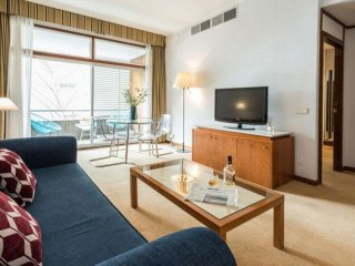 Spacious Bernabeu Chic I apartment in Pinar de Chamartin with WiFi, air conditio