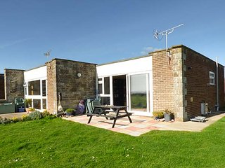 NEEDLE POINT, open plan, sea views, coastal location, near Freshwater, Ref 95491