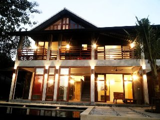 Riverfront Villa w/ Private Infinity Pool, Don Kaeo