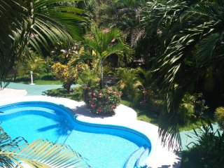 5 minutes from beach, new luscious green villa w/equipped kitchen - VILLA 2