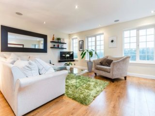 2-12 people: stunning, open-plan - walk into town