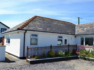 See Breeze Bungalow at Dinas Dinlle - 5-mins walk to the Beach