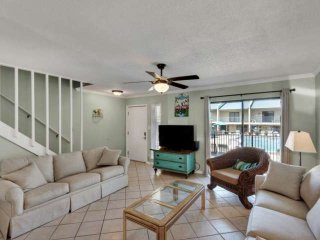 STEPS TO THE BEACH FROM THIS POOLSIDE UPDATED TOWNHOUSE!!!!! BOOK YOUR STAY, Miramar Beach