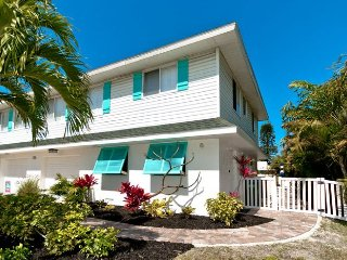 Gone Coastal: Beautiful Family & Pet-Friendly Home with a Heated Salt Water Pool