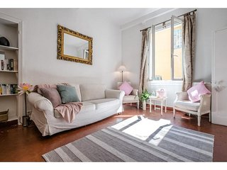 Veronica - Stylish sunlit Old Town apartment