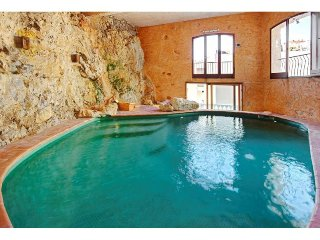 Mont Boron House - Unique 5 bed villa with Jacuzzi! AND indoor POOL!