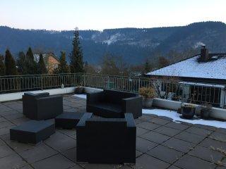 Terrasse mit Blick auf das Moseltal