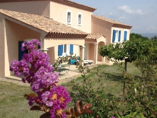 Stunning Villa Mirabelle, 4 bedrooms, with pool, only 7km from Carcassonne, Lavalette