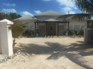 Josy Villa(Grace Bay)NEW LOCATION, Providenciales
