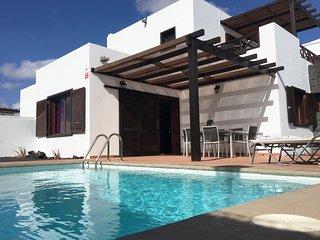 Villa Partidor / 3-bedroom villa with private pool & BBQ. Family & pet friendly.