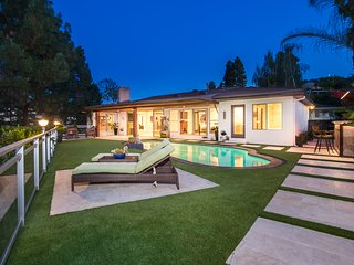 Amazing Los Angeles Skyline Views from This Hollywood Hills Pool Retreat