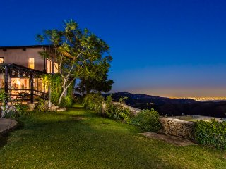 Perfect Malibu estate with ocean views, scenic hot tub, amazing interior