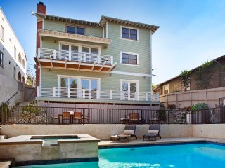 Downtown Villa - Amazing LA Location, City Views, and Great Pool + Hot Tub