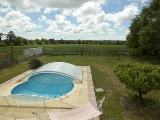 Villa one Level, Private Solar heated pool,10mls from Beaches, set in fields, La Chapelle-Achard
