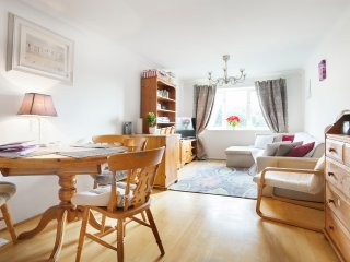 Excellent two bedroom flat in Wimbledon