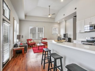 Garden District Luxury with Balcony!