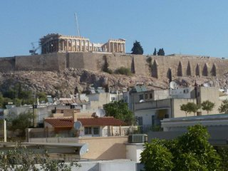 Sunny apartment in the foot of Acropolis