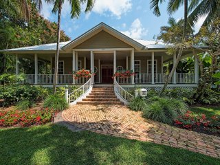 Tropical Villa with Great Sunsets in Aqualane Shores, Olde Naples