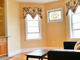 Nice and neat 4 bed 2 bath close to JFK/UMASS Red Line