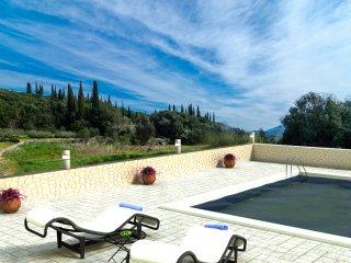 Villa Matanovi Dvori - Five-Bedroom Villa with Terrace and Swimming Pool