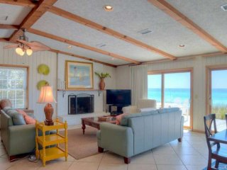 Gulf Front Bungalow! Relax 30A Style! Steps from Porch to Sugar Sand Beach!, Seacrest Beach