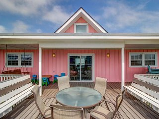 Dog-friendly beachside getaway, w/partial ocean views & easy beach access