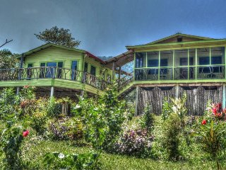 Nature lover's paradise with shared pool, beautiful porch, mountain views