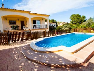 Villa Mas Borras, nestled in the hills of Costa Dorada, only 3km from the beach!