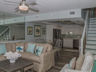 4 Bed 3 Bath Condo Directly on The Beach Newly Renovated Condo of Your Dreams, Panama City Beach