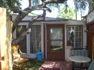 Cabin/Guest House Furnished in Woodland Hills