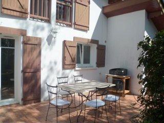 Landa Luzean- maison avec jardin classée 3 étoiles, Urrugne