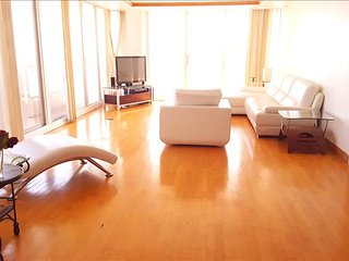 4381 Spacious 2 br 180degree water view