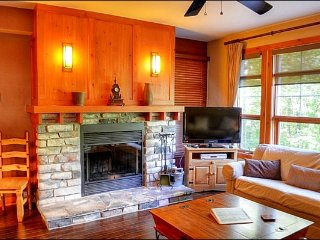 2BR Facing Village/Hill, Free Shuttle, 4 Season Hot Tub and Sauna / 215681
