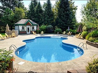 Affordable 3BR Condo, Short Drive to the Village/Hill / 215693