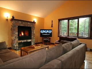 Large Private Home with Hot Tub, 10 mins to North Slopes / 215779
