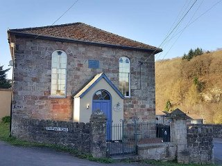 RAINFOREST CHAPEL, open plan, ground floor bedroom, electric fires, original, Cinderford