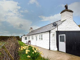 TY HEN, ground floor, large gardens, lovely views, near Aberdaron, Ref 954304