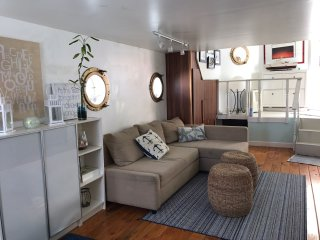 Comfortable HouseBOAT, water life close to Sunny Beach, Sunny Isles Beach