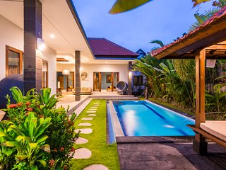 The Villas, only 200m from the beach!, Canggu