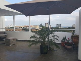OCEAN VIEWS  + PRIVATE ROOFTOP WITH YOUR OWN BBQ + 24HRS SECURITY + LOCATION, Santo Domingo