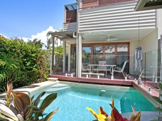 Stylish Riverside Villa, Noosaville