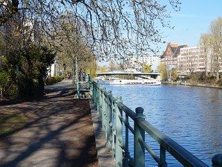 Berlin Tiergarten, small, Quiet, cosy, Spreebogen