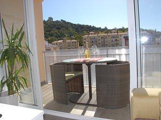 Prestigious apartment by Plaza de la Merced 6 pax, Malaga