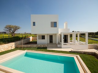 Seaview Luxury Villa In Panormo, 300m From The Beach