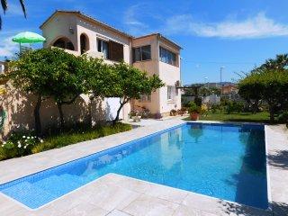 Apartamento con piscina en Empuriabrava, Costa Brava
