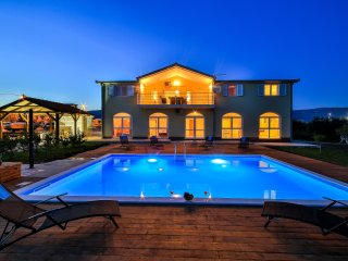 Villa Alessandra for 16 guests and more